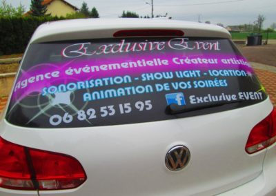 Lunette arrière publicité voiture